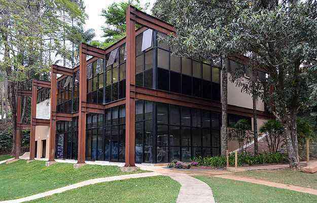 Vestuário de clube campestre construído em aço foi projetado pelo arquiteto e professor João Diniz - Marcílio Gazzinelli/Divulgação