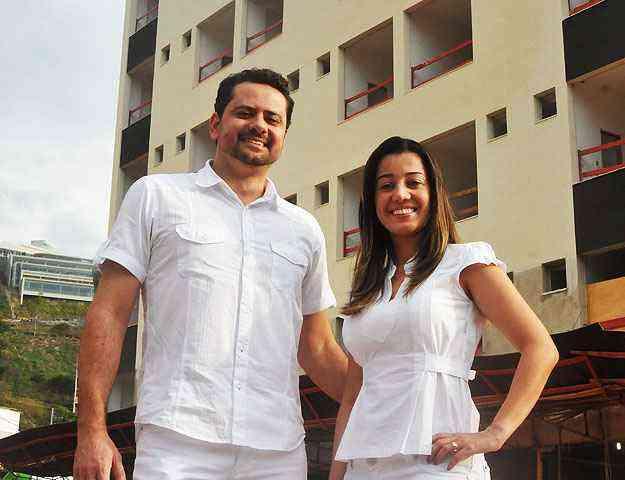 O fisioteraputa Gustavo Rocha e sua mulher, a dentista Pollyana do Carmo, moram ao lado do prédio em que vão trabalhar - Marcos Michelin/EM/D.A Press