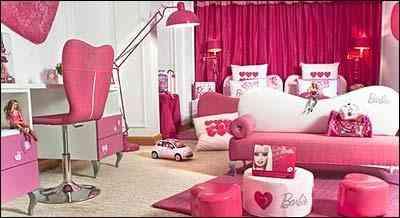 Inúmeros brinquedos, várias bonecas e uma casinha da Barbie integram a decoração das suítes - François Fleury/Hotel Plaza Athénée