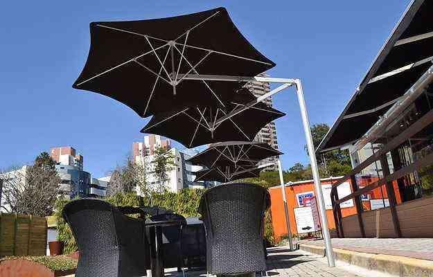 Ombrelones em projetos da Tok de Conforto: produto está em alta no mercado em função das altas temperaturas do verão e dos designs estilosos - Celso Lima/Divulgação