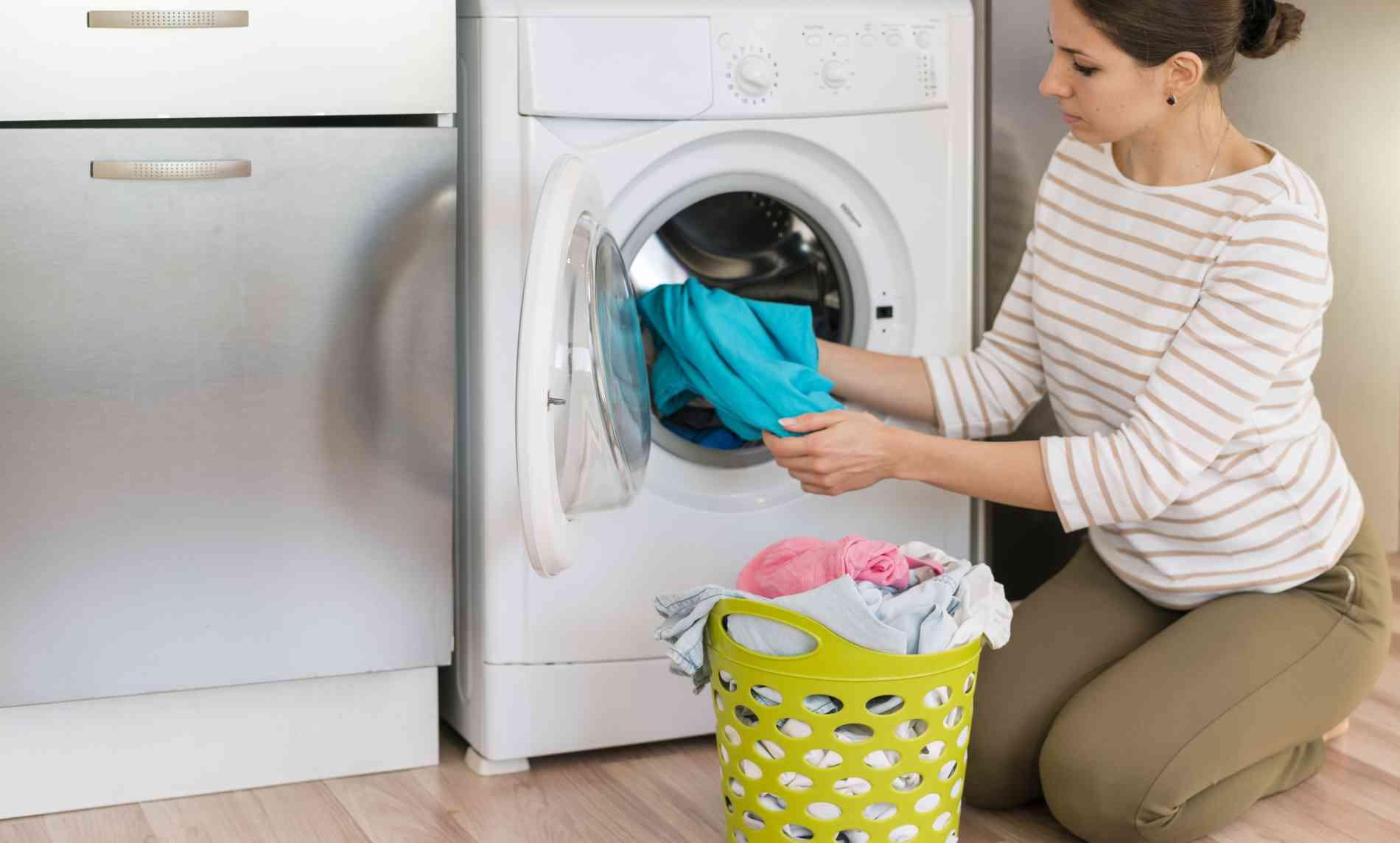 Modelo de secadora para apartamento pequeno - Freepik