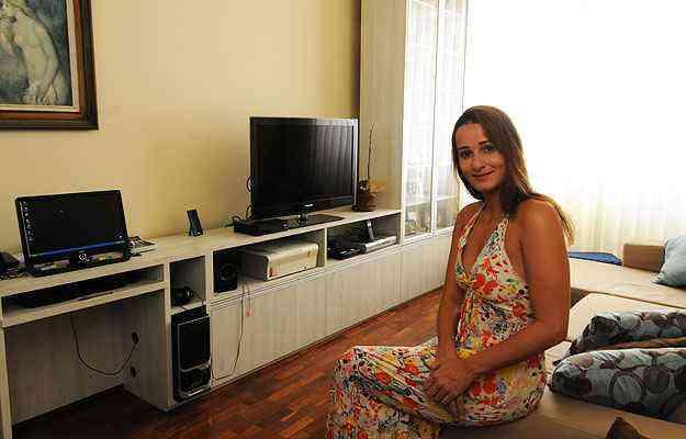A arquiteta Anna Luiza Guimarães considera agradável e superprático viver em um espaço sem divisórias - Cristina Horta/EM/D.A Press