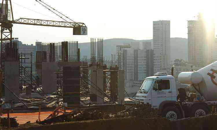 Empresas do setor buscam aprovar o máximo de projetos antes da vigência da nova Lei de Uso e Ocupação do Solo em Belo Horizonte - Auremar de Castro/EM/D.A Press-2/11/07