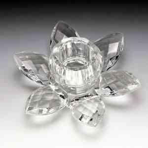 Castiçal em formato de flor, da Prestige, em cristal e com 8,5cm de diâmetro x 4cm de altura. Na Camicado (R$ 21,90) - Divulgação