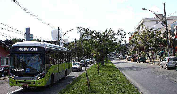 Os moradores têm fácil locomoção de carro no bairro, além do metrô e do Move - Rodrigo Clemente/EM/D.A Press
