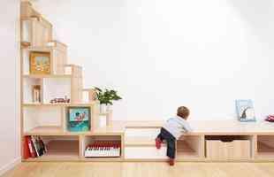 Projeto revitaliza estúdio de garagem abandonado para ser um loft confortável e minimalista