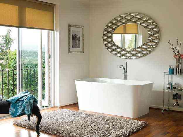 Modelo em free-standing dispensa alvenaria na hora da instalação e exige apenas uma saída e uma entrada de água  - Doka Bath Works/Divulgação