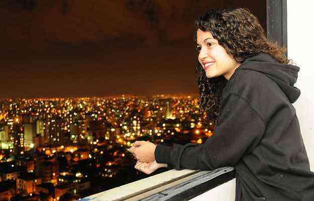 A estudante Natália Zuca, que vai se mudar para São Paulo, anunciou seu apartamento no São Pedro depois de pesquisar preços no mercado  - Marcos Vieira/EM/D.A Press