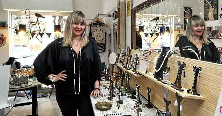 A fundadora e coordenadora do BHArt, Cynthia Rabello, ressalta a importância de resgatar a identidade do artesanato - Jair Amaral/EM/D.A Press