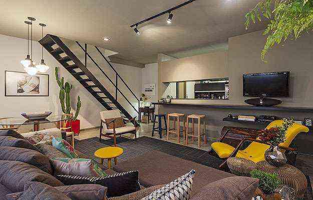O planejamento para o duplex de 80 m², alugado por 24 meses, priorizou soluções temporárias, baratas, fáceis de pôr em prática e de remover na hora de entregá-lo ao proprietário - Henrique Queiroga/Divulgação