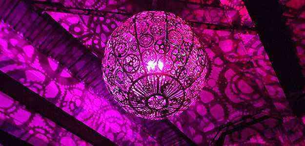 Cada um tem uma luz LED personalizada, criando padrões de sombras surreais - Divulgação