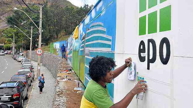 Tapumes decorados no Complexo Comercial da EPO, na Avenida Raja Gabaglia, no Bairro Santa Lúcia, na tendência desde 2011  - Pedro Vilela/Agência i7