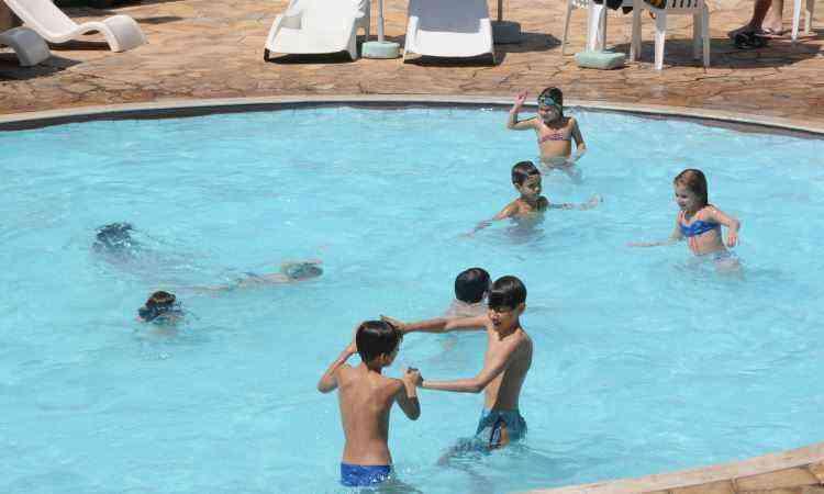 É preciso estar atento pois as piscinas são frequentadas por pessoas de idades variadas, inclusive crianças - Beto Novaes/EM/D.A Press