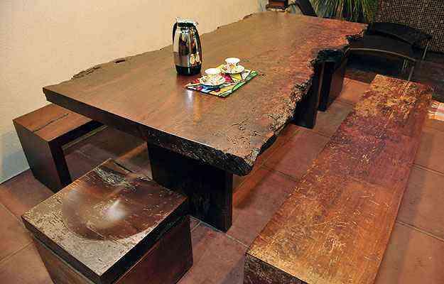 Tendência de criar móveis com madeira de demolição começou nos anos 1970, numa tentativa de copiar ambientes rurais - Eduardo de Almeida/RA studio