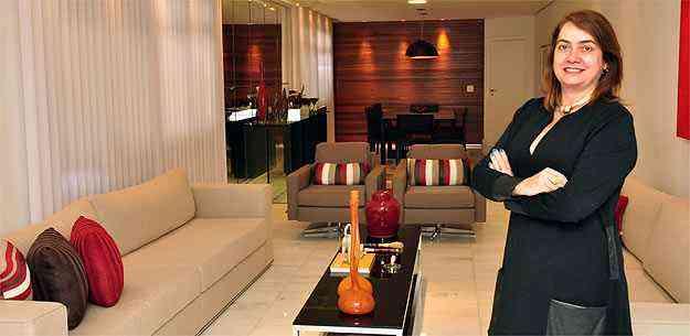 A designer de interiores Valéria Alves diz que liberdade de espaço para circulação é fundamental dentro dos apartamentos - Eduardo Almeida/RA Studio