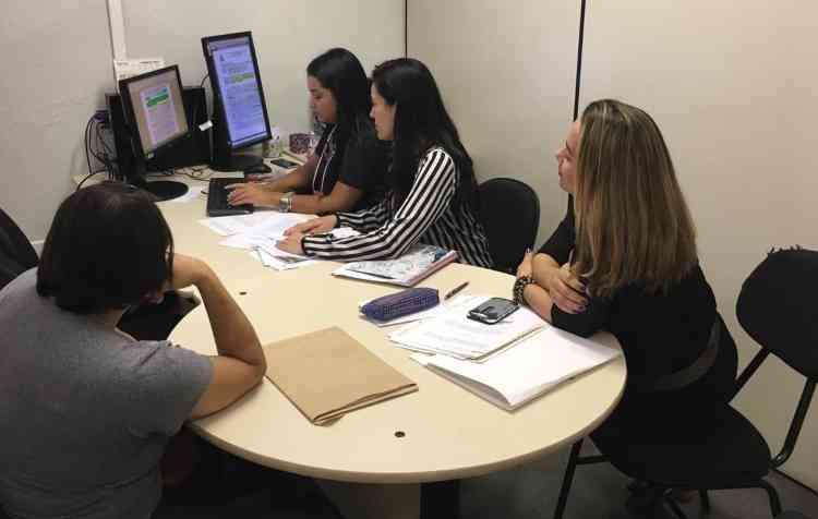 Até esta sexta-feira, residentes dos bairros Caieiras e Morro Alto podem resolver suas pendências com a Cohab - Flávia Carneiro/TJMG/Divulgação