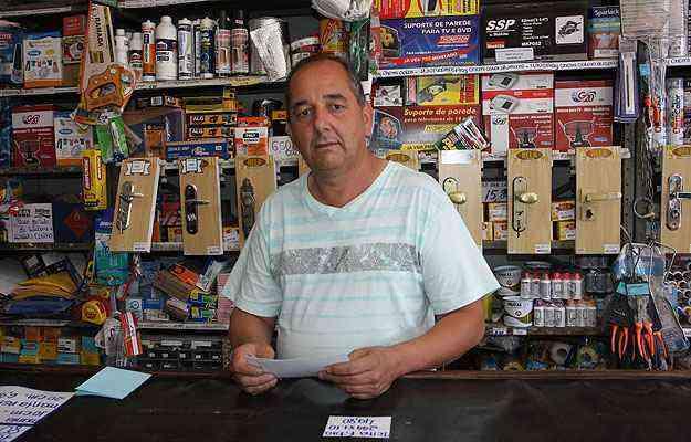 O comerciante Itamar Mendes montou um negócio no ramo da construção quando o Nova Contagem foi criado e começou a ser ocupado  - Edésio Ferreira/EM/D.A Press