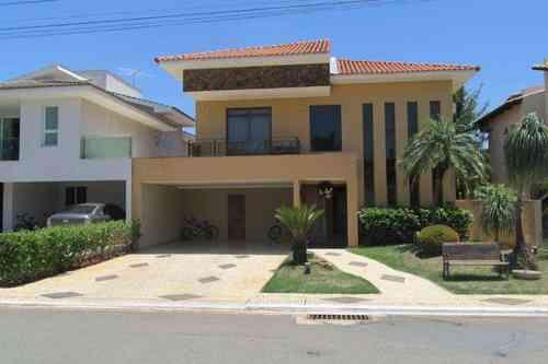 Casa em Condomínio, 4 Quartos, 3 Vagas, 3 Suites