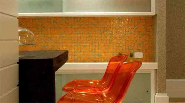 Peças para revestir paredes de cozinhas, banheiros e piscinas oferecem limpeza mais prática e requinte  - Vidrotil/Divulgação