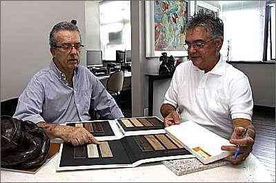 Os designers de interiores Dante Lapertosa e João Alberto Figueiredo dizem que tendência é ser versátil - Gladyston Rodrigues/Esp.EM