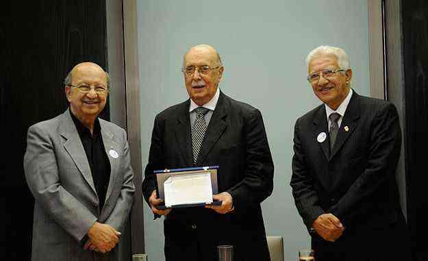 O fundador da CMI/Secovi-MG, Maurício Chebly, com o diretor-geral do EM, Édison Zenóbio, e o presidente da CMI-MG, Otimar Bicalho -  Jair Amaral/EM/D.A Press