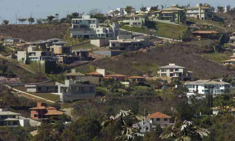 Procura por tranquilidade, privacidade e segurança contribuem para a proliferação de construção de casas em condomínios fechados na região de Nova Lima, na Grande BH - Maria Tereza Correia/EM/D.A Press 2013 21/7/11