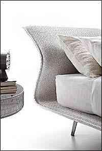 Inovações de tecidos criaram estofados espetaculares. Mistura de material e alto relevo - Moroso/Divulgação