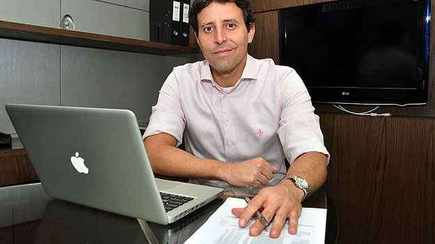 Bruno Lafetá, da AP Ponto, explica que 10% da obra deve ser concluídos a cada mês - Eduardo Almeida/RA Studio