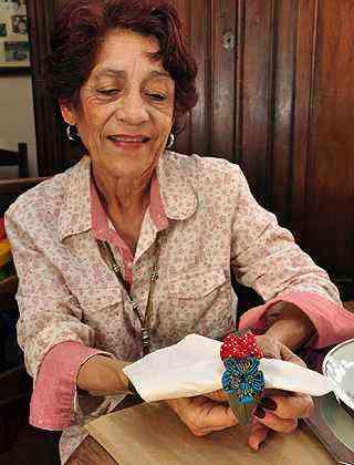 A professora aposentada Maria Aparecida Coelho, a Fufuca, diz que o fuxico tem clima de casa de vovó - Eduardo Almeida/RA Studio