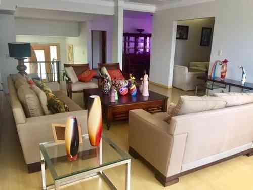 Casa em Condomínio, 4 Quartos, 4 Vagas, 3 Suites