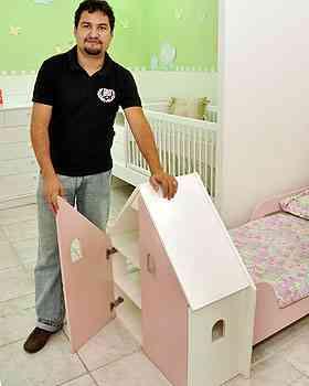 Marcus Vinícius da Silva Lima, da Sapeka, recomenda baús, armários e cômodas para ajudar pais a manter organização nos quartos dos filhos - Eduardo Almeida/RA Studio