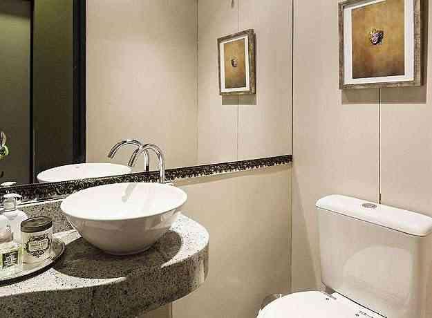 O lavabo ganhou clima luxuoso com detalhes da decoração - Henrique Queiroga/Divulgação