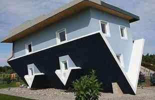 Casa de ponta-cabeça na ilha de Usedom, na Alemanha