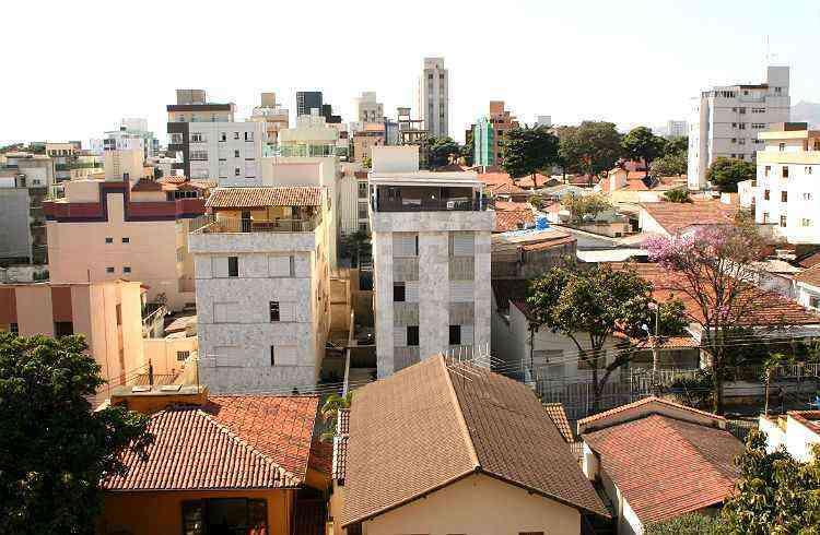 Prédios residenciais começam a disputar espaço com as casas, que ainda são a grande maioria no Prado - Gladyston Rodrigues/EM/D.A Press-5/11/08