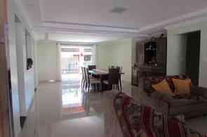 Casa em Condomínio, 4 Quartos, 2 Vagas, 4 Suites