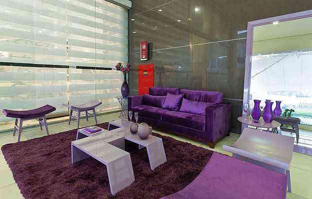 Hall da convivência de Ana Cecília Pífano mostra o uso da cor em móveis e adornos - Lider Interiores/Divulgação