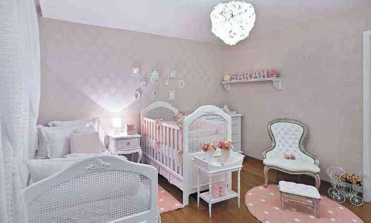 Quarto rosa de bebê projetado pela designer de interiores Danielle Bellini - Jomar Bragança/Divulgação