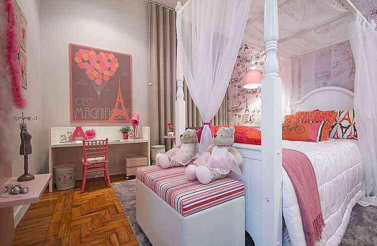 Projeto da decoradora Maria Cristina Bahia, da loja Villa Maria: além de charmoso, dossel imprime sofisticação ao quarto  - Juliana Buli/Divulgação