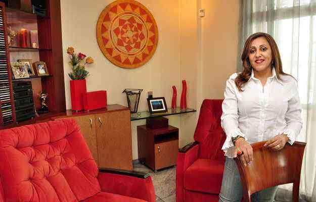 A decoradora Maria Rosa Gomes cita o vermelho, em tons vivos ou ruborizados, como uma das apostas deste ano para dentro de casa - Eduardo Almeida/RA Studio