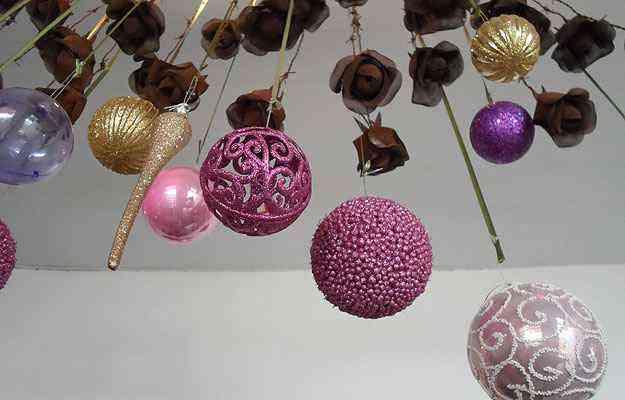 As bolas de Natal não podem faltar. Na Aluízio Casa, são das mais variadas - Carlos Altman/EM/D.A Press