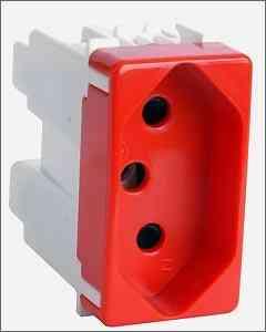 Tomadas com coloração diferente da Simon Brasil dão maior segurança ao consumidor e evitam danos em aparelhos eletroeletrônicos - Simon Brasil/Divulgação