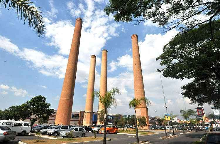 Itaú Power Shopping é referência na Cidade Industrial. Chaminés da antiga fábrica de cimento destacam-se no cenário  -  Marcos Michelin/EM/D.A Press - 30/10/12