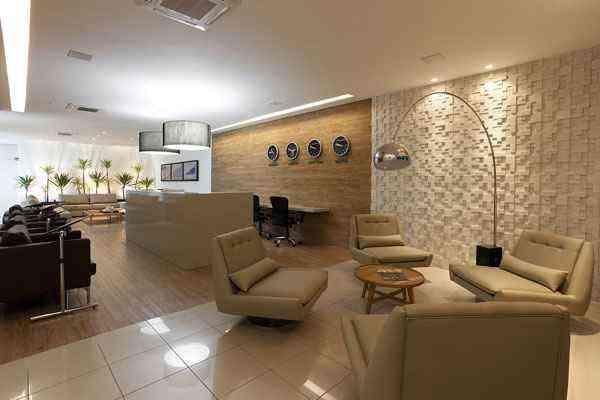 Revestimento vinílico no piso e parede, feito a partir de PVC reciclado, montado pelo arquiteto Fernando Lima - Arquivo pessoal