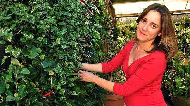 A professora de jardinagem Lúcia Borges diz que projetos podem ajudar a valorizar ou disfarçar a arquitetura do imóvel - Eduardo Almeida/RA Studio