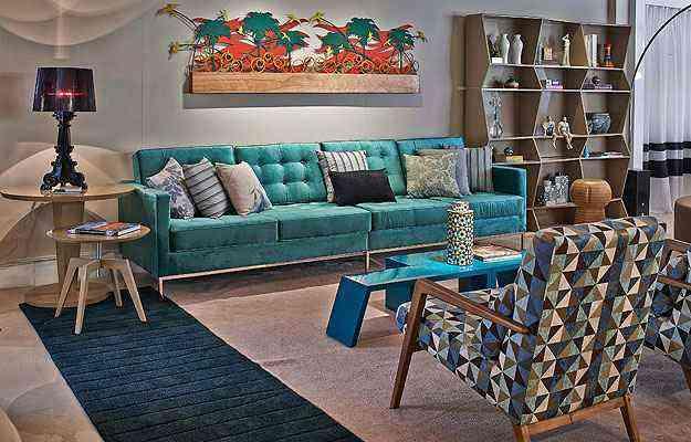 Muito utilizada em objetos pontuais, como almofadas, vasos e pequenos móveis, a cor vem ganhando espaço para ser usada no mobiliário de destaque - Jomar Bragança/Divulgação Lider Interiores