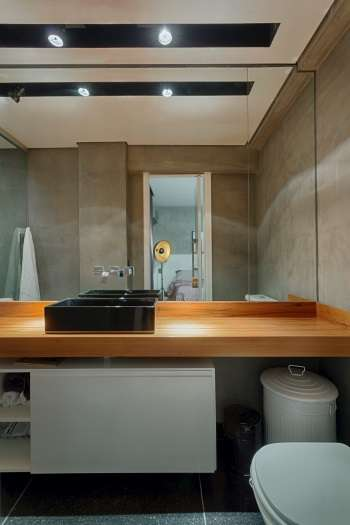 No banheiro, iluminação é muito usada para iluminar o rosto  - Gustavo Xavier/Divulgação