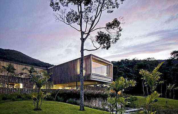 Com o panorama da serra de Petrópolis, esta residência em Itaipava, no Rio de Janeiro, concorre a melhor casa de tamanho grade do planeta - Architizer A  Awards/Divulgação