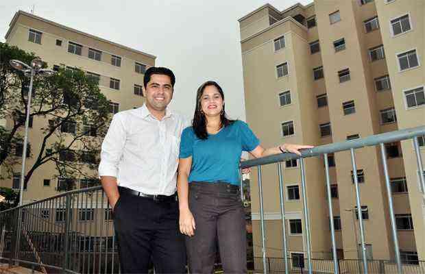 Leandro Marcelino e sua mulher, Wanessa, aproveitaram as facilidades oferecidas no feirão para comprar um apartamento - Eduardo Almeida/RA Studio