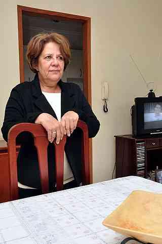 A agente administrativa Marta Conceição Tavares foi obrigada a requisitar o trabalho de um perito, por determinação judicial - Eduardo de Almeida/RA Studio
