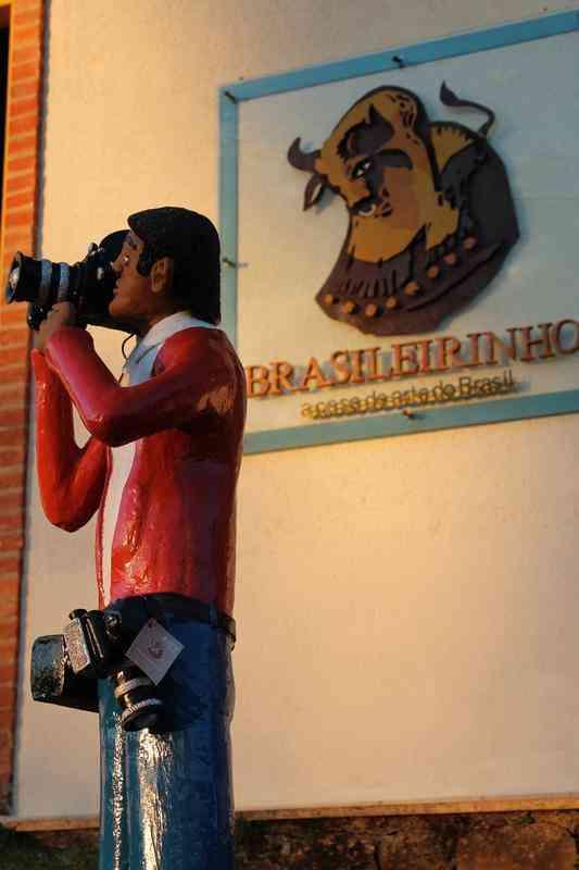 A arte popular expressa a identidade de um povo, com sua cultura, tradição, memória e modo de viver. Na foto, peça da loja Brasileirinho, de Tiradentes